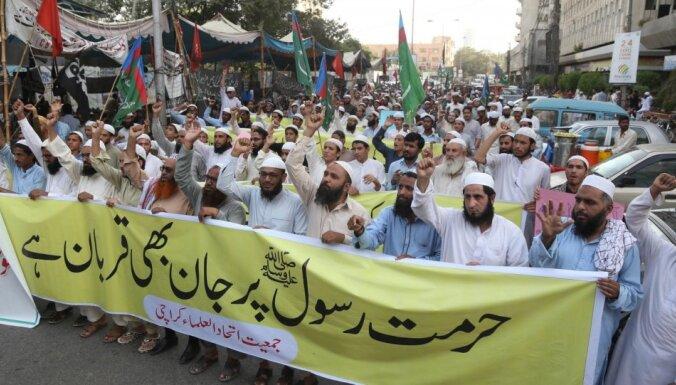 Pakistānā par vandālismu un vardarbību protestu laikā aizturēti vairāk nekā 150 cilvēki
