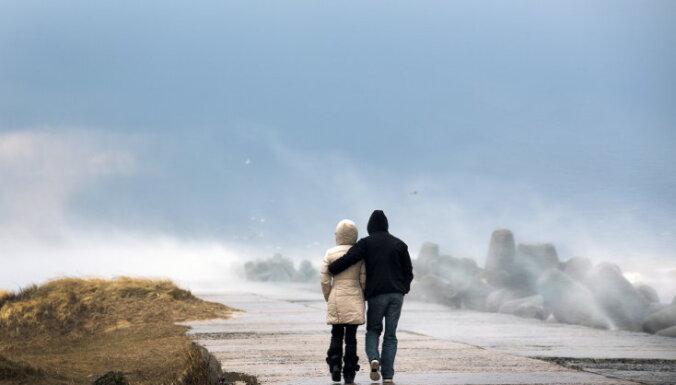 Īrijā līdz ar viesuļvētras tuvošanos izsludināta sarkanā trauksme