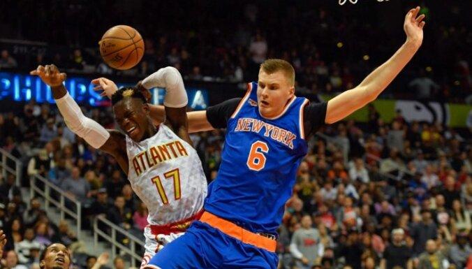 Porziņģis ar 24 punktiem neglābj 'Knicks' no zaudējuma dramatiskā pagarinājumā