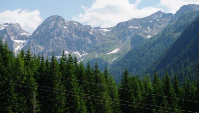 Dažās Alpu virsotnēs pirmo reizi vēsturē nokusis sniegs