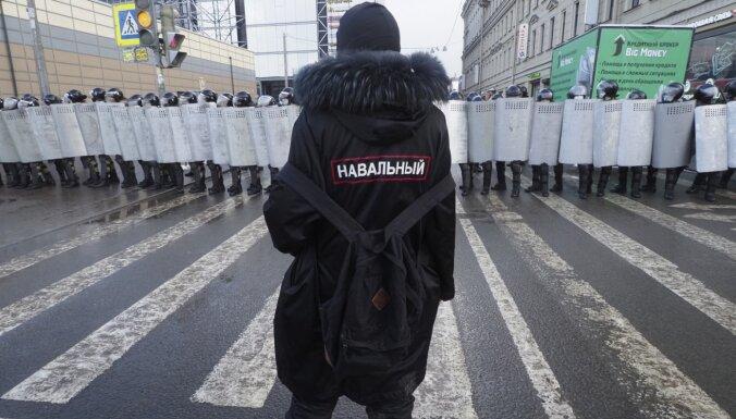 Foto: Protesti Krievijā pret Navaļnija apcietināšanu