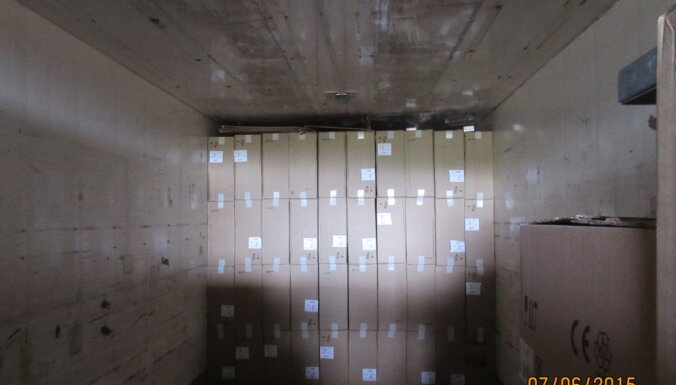 Auto slēptuvē atklāj 3,5 miljonus kontrabandas cigarešu