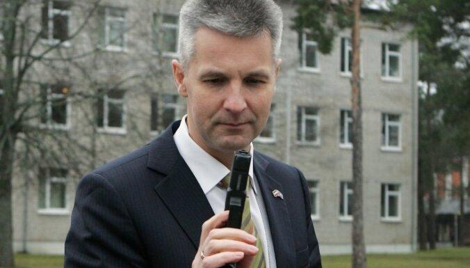 Aizsardzības ministra Pabrika ienākumi pērn bijuši vairāk nekā 33 000 latu