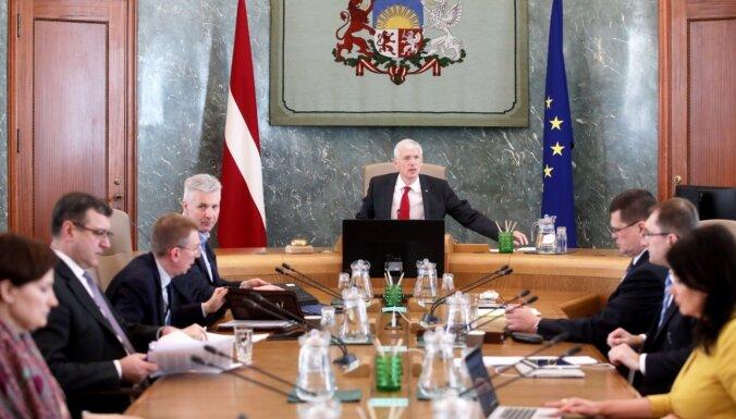 Полгода с Covid-19: чаще всего латвийцы оценивают работу правительства Кариньша на 4 балла и ниже