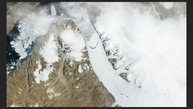 Ledus segas pieaugums Antarktikā nekompensē ledus izzušanu Arktikā