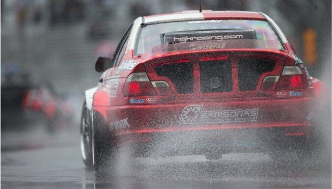 Drifta braucējs Blušs 'Formula Drift' posmā ASV izcīna trešo vietu