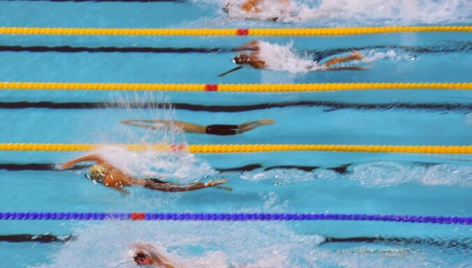 Ņikitina un Ribakova pārspēj Latvijas rekordus peldēšanā