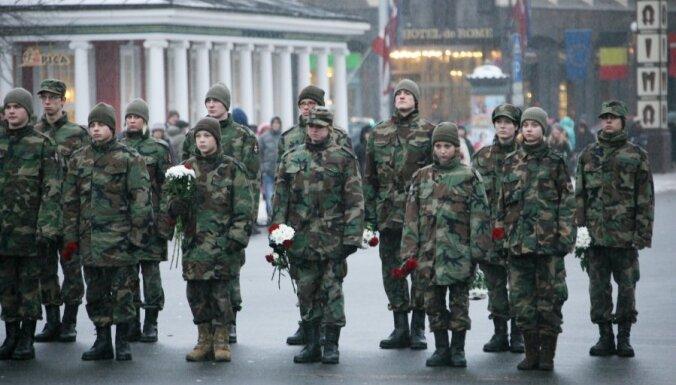 Газета: 65% молодых латвийцев хотят, чтобы в школах ввели военное обучение