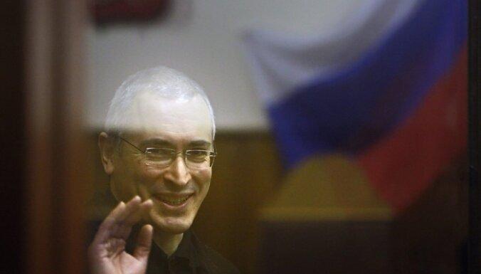 'Jukos' akcionāri pārtrauc cīņu par Krievijas īpašumiem Francijā