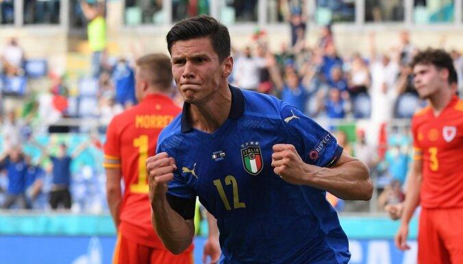Италия вышла в плей-офф с первого места в группе А, Уэльс — со второго