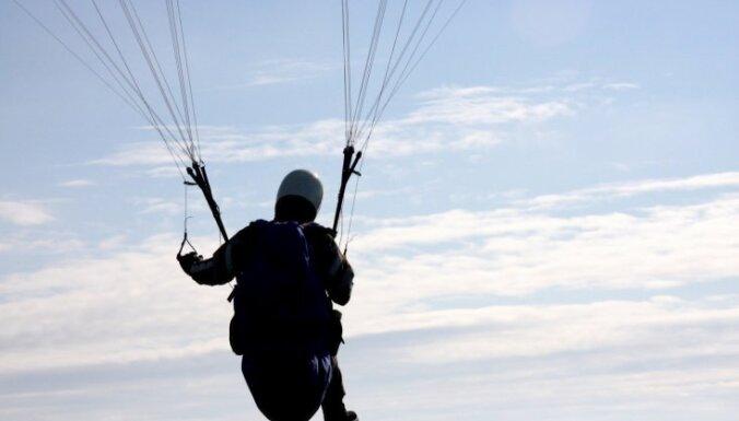 Мужчина чудом выжил при прыжке с 4 км с неисправным парашютом