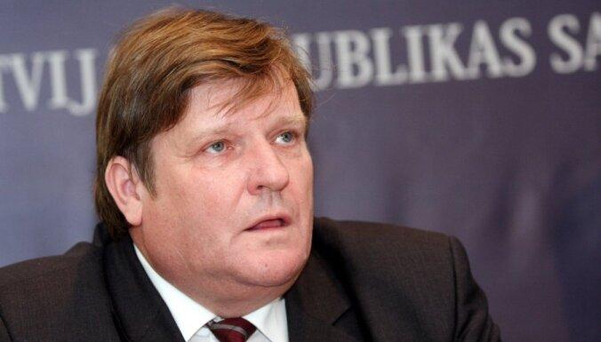 Aizturētas vairākas amatpersonas no Krājbankas vadības, tostarp Priedītis