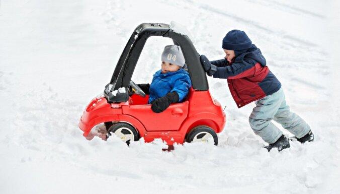 Lielus un mazus aicina uz Sniega dienu Lucavsalā