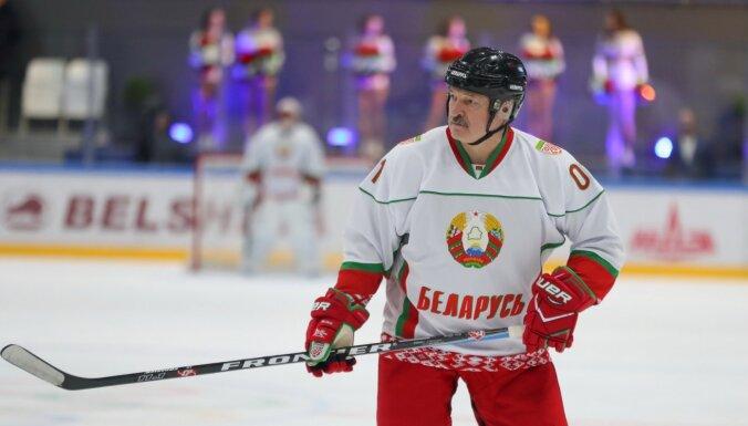 Lukašenko hokeja komandas spēlētājam atklāj Covid-19