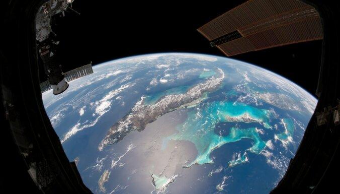 Atkal debesis pušu? Satelītu megazvaigznāji raisa bažas par ozona caurumu atgriešanos