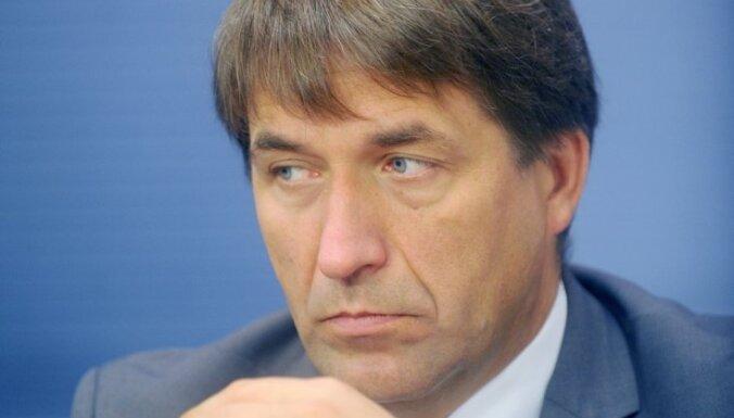 Kampars noliedz ES ministra posteņa veidošanu; Kučinskis domā par palīgu