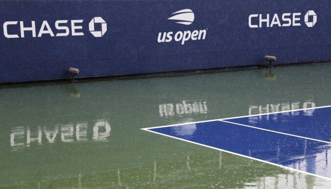 Lietus 'aizskalo' Sevastovas spēli; Federers atkal liek panervozēt saviem faniem