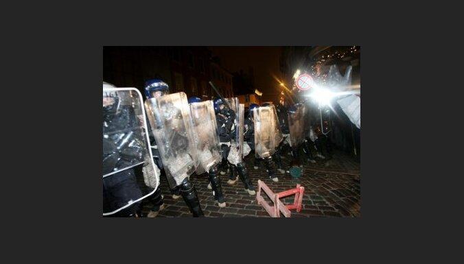 Laikraksts:  policists komandiera aizstāvībai izmantojis gumijas ložu bisi