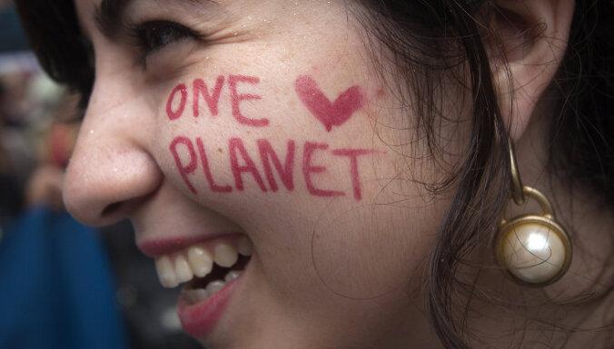 Эко-активисты вышли на улицы по всему миру: в Риге также прошел протест ради климата