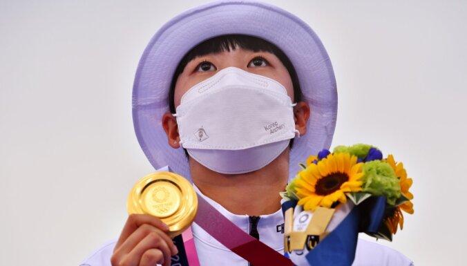 Dienvidkorejiete Ana dramatiski pēdējā šāvienā izrauj zelta medaļu loka šaušanā