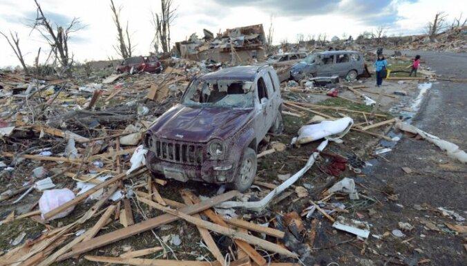 Nāvējoši tornado aiznes dzīvības un sagrauj ēkas ASV