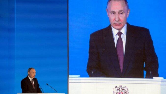 'Tas būs kā meteorīts': Putins pastāsta par Krievijas 'neuzvaramo' ieroci