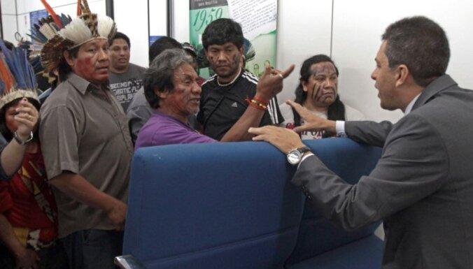 Brazīlijā indiāņi protestā pieprasa labāku veselības aprūpi