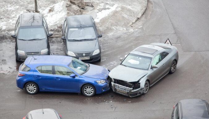 Britu zinātnieki noskaidrojuši, kādēļ pieaug auto avāriju skaits stāvvietās