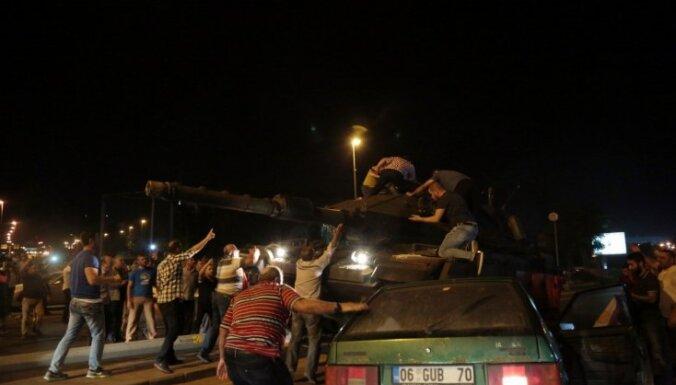 Armija: Turcijas pučā piedalījies 1,5% no bruņoto spēku personālsastāva