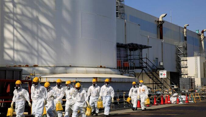 """Япония решила сбросить в океан воду с аварийной АЭС """"Фукусима-1"""""""