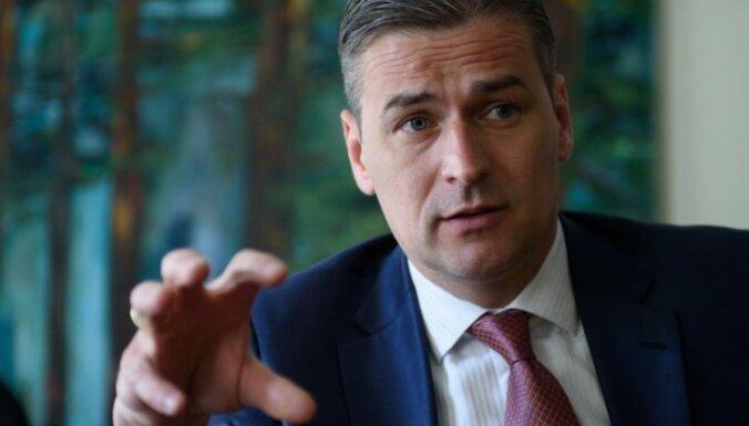 Бондарс: премьер смягчает позицию в вопросе приема беженцев