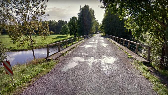 Par 287 000 eiro atjaunos nomaļu tiltu pār Salacu