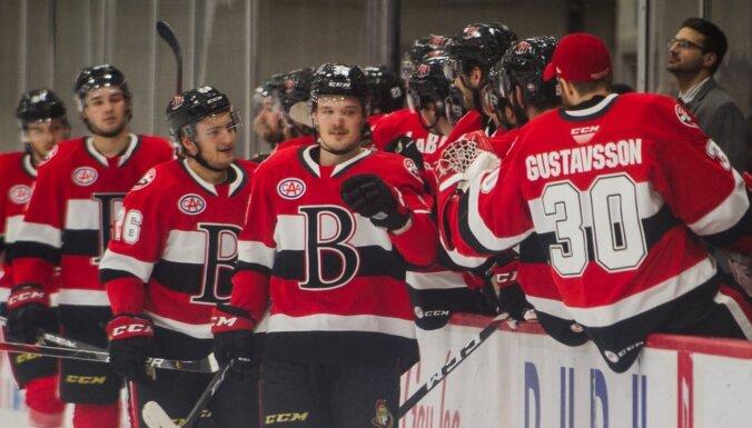 Balcers turpina spīdēt – trīs rezultatīvas piespēles AHL mačā