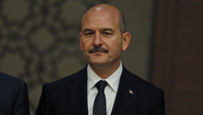 Turcijā kopš neveiksmīgā puča aizturēts pusmiljons cilvēku, atklāj ministrs