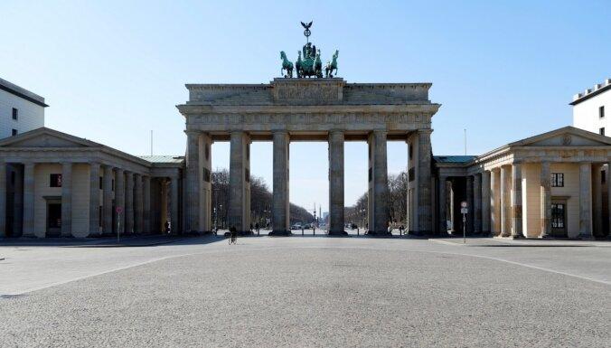 ФОТО до и после: Как шумные улицы Берлина превратились в пустыню