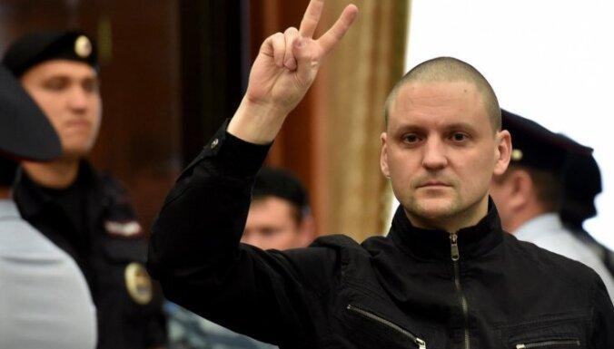 Российский оппозиционер Удальцов приговорен к 4,5 годам заключения
