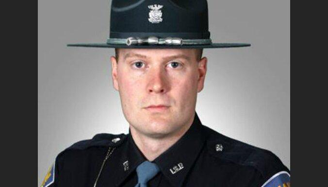 """В США полицейский, задержавший водителя-""""тихохода"""", стал героем соцсетей"""