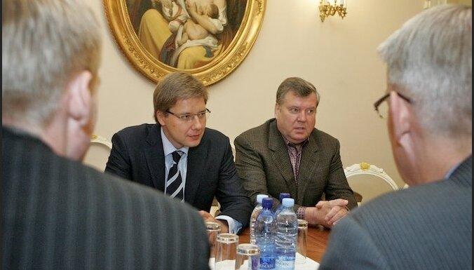 Лапса: из латышей только Урбанович может проголосовать за Ушакова