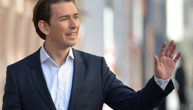 Parlamenta vēlēšanās Austrijā triumfē pret imigrantiem noskaņotie spēki, liecina provizoriskie rezultāti