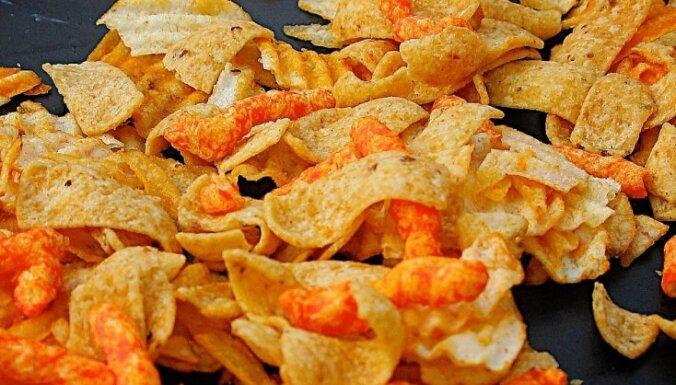 Polijas skolās aizliedz neveselīgu pārtiku