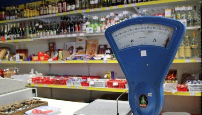 Cenas Latvijā samazinās: Gada deflācija sasniedz 0,8%