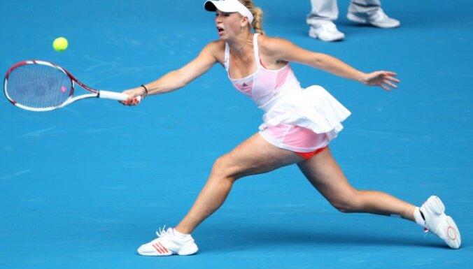 Kvitova un Vozņacki ar uzvarām sāk WTA sezonas noslēguma turnīru