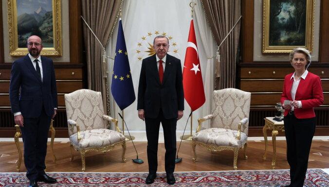 В Европе требуют отставки главы Евросовета после скандала с креслами в Анкаре