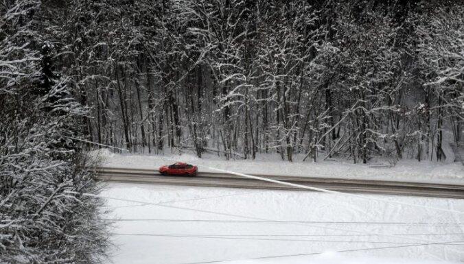 Uz vietējas nozīmes autoceļiem veidojas atkala
