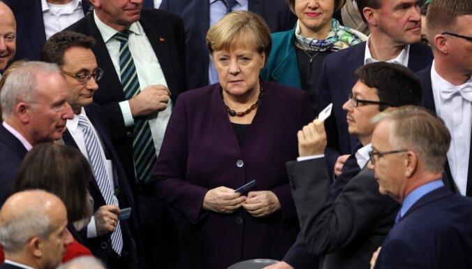Vācijas Bundestāgs atbalsta daļu no Merkeles 'klimata paketes'