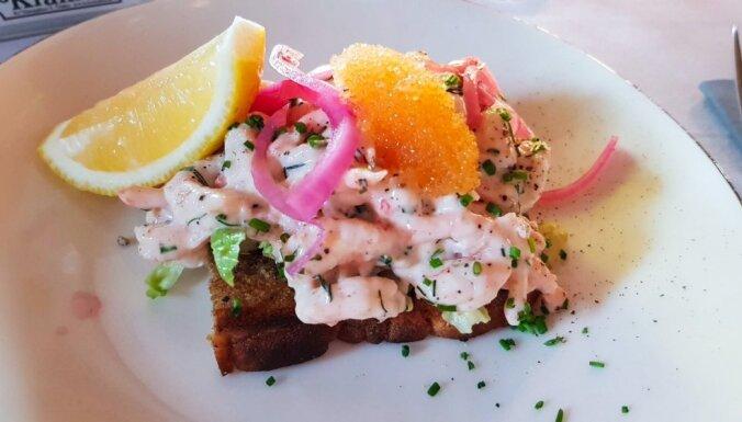 Zviedru 'Toast Skagen' - grauzdiņš ar garneļu salātiem