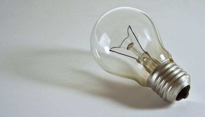 No 1. septembra Eiropas savienībā tiks aizliegts pārdod 100 vatu kvēlspuldzes. To vietā pircējiem tiks piedāvātas ekonomiskās spuldzes.   Turpmākajos gados no tirdzniecības tiks izņemtas arī kvēlspuldzes ar mazāku jaudu.