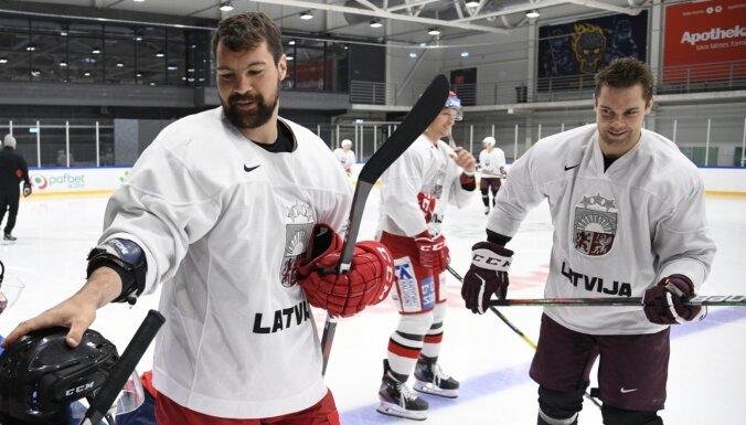 Latvijas izlase 37 hokejistu sastāvā sāks gatavošanos pasaules čempionātam