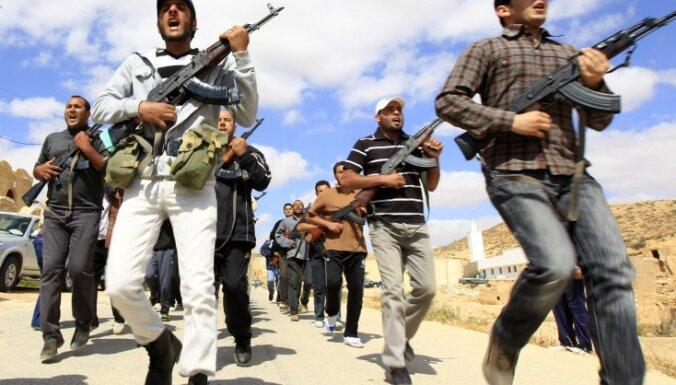 Lībijā aizturēts opozīcijas komandieris, Kadafi režīma eksministrs Juniss