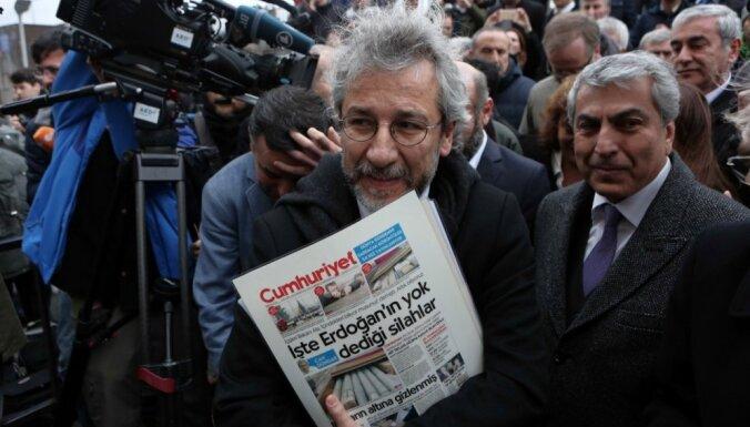 Иск Эрдогана: журналистов в Турции приговорили к лишению свободы